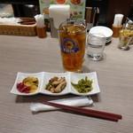横濱崎陽軒シウマイBAR - ウーロンハイ450円、おつまみ3種盛り450円