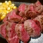 ステーキ酒場 うしマル - 牛肉切り落とし盛り合わせ