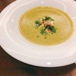一ツ木町倶楽部 フレンチグリル&ベーカリー - キッシュプレートにセットのスープ。トロトロクリーミーに優しい味わいが◎!