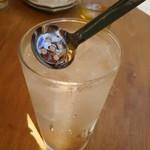肉汁餃子製作所ダンダダン酒場 - 梅干しつぶすやつ、これイイネ