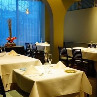スタイリッシュなイタリアンレストラン