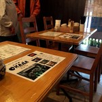 オハナ - テーブル席で