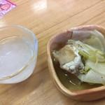 85664307 - 【'18.4】みぞれ酒とお通しの魚の南蛮漬け。魚は2種類入っててお得な気がした