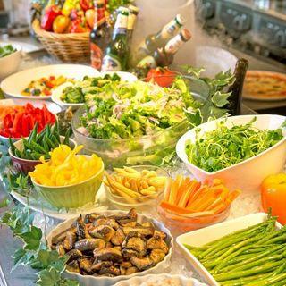 大人気!種類豊富の充実サラダバーをお楽しみください。