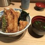 85667432 - 天丼(梅)、赤出汁付きで税込650円