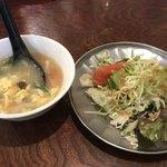 中華料理 八戒 - サラダと中華スープも付いてるよ