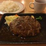 ジョイフル - しんけんハンバーグシングル+ライス+ドリンクバー(チケ) 計925円