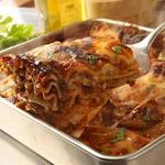 トゥ・ザ・ハーブズ -  ★自家製ボローニャ風ラザニア★  ココットで焼き上げる自家製ボロネーゼソースのラザニア。 ※ランチでは、特大の自家製ラザニアをセットでご用意♪
