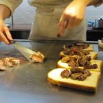 南海グリル - 食パンの上にお肉を。