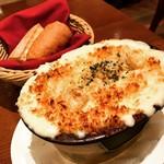 85676351 - エビとホタテのマカロニグラタン    ベシャメル美味しい❤️バゲットは食べ放題ですよ〜♪