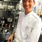 レストラン アオヤマ - シェフ青山雅樹。今日も一品一品丁寧に、体想いの料理を作っています。