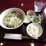 仙丹坊 - 豚肉と雪菜漬と白菜のつゆそば