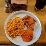 インド料理 サマン - スパゲッティ、鶏皮の唐揚げ、ポコラ