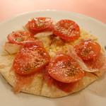 ピッツェリア・サバティーニ - ボンバ(生ハムと完熟トマトのピッツァビアンカ