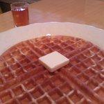 ルフナ - 「ティーワッフル」 焼きたてのアメリカンワッフルにバターと自家製紅茶シロップがおいしい!