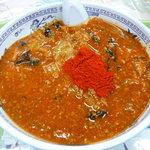 東大生協 中央食堂 - 本生様はコリアン唐辛子をレンゲで3杯入れ、赤富士を作りますが、私はヘタレで、レンゲ1杯です。