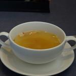 レストラン南 - 共通:コンソメスープ・・ベーコンや白菜などが入り、黒胡椒が効いています。