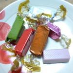 エレファンルージュ - 色々なフレーバーのチョコレート