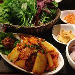 やさい村大地 - 豚キムチサンパ定食 @930円 野菜はお替りもいただきました!