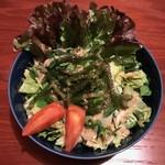 居酒屋ななや - 人気の海ぶどう入りのグリーンサラダ!!