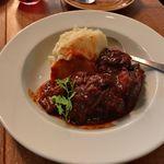 ザ・シティ・ベーカリー - 牛バラ肉とオレンジの赤ワイン煮込み