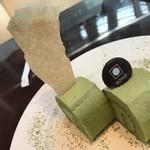 サロン・ド・テ・ロンド - ケーキセットの抹茶のロールケーキ