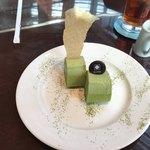 サロン・ド・テ・ロンド - ケーキセットの抹茶ロールケーキ
