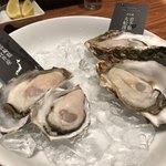 ガンボ&オイスターバー - 牡蠣2種。味の比較を。