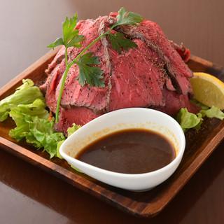 毎日焼き上げる自家製柔らかローストビーフが自慢!人気の赤身肉
