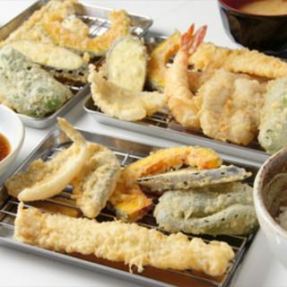 ~博多天ぷら~揚げたてあつあつの博多の味をご堪能ください。