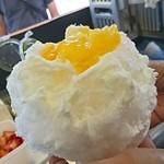 蔵元八義の直営 天然氷のかき氷 - 清見オレンジと紅甘夏のかき氷。ヨーグルト練乳