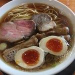 麺饗 松韻 - ○醤油拉麺 中=@700円(税込)+煮玉子@100円(税込)