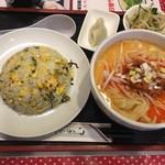 Shuuchuuengyouza - チャーハンと半刀削麺のセット 950円