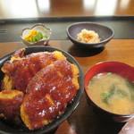 とり日和 - 鶏の味噌カツ丼(800円)