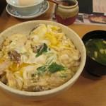 香鶏酒房鳥八 - モツ入り親子丼