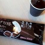 85703296 - 黒糖ドーナツ棒アイス140円