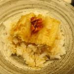天ぷら やす田 - 天丼にしてラー油も一緒に