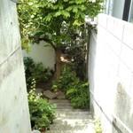 85711156 - アプローチの階段