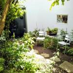85711158 - エントランス前の小庭