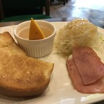元町サントス - バタートーストと、ハムエッグ、キャベツサラダ付き(2018.5.12)