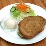 アラディン - 料理写真:モーニングセット《十五穀パンサンド》