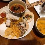 Sheraton Macao Hotel, Cotai Central - 朝食ビュフェでミールス作りました。割と本格的にできたよ。塩っぱくない♡ ボスに盛り付けがキチャナイと言われそうw