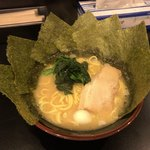 達磨家 - 豚骨醤油ラーメン 700円