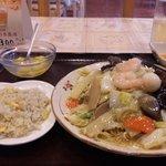 隆昇軒 - お昼のランチメニュー五目焼きそば