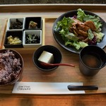 ON THE SQUARE - 月替わりランチ「但馬鶏の照り焼き 石窯仕立て」