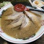 風雲亭 - 風雲チャーシューメン(麺大盛、背脂トリプル)¥930+おにぎり2個(無料)
