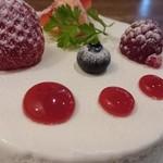 85722054 - ホワイトチョコレートとイチゴのショートケーキ