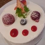 85722060 - ホワイトチョコレートとイチゴのショートケーキ