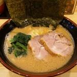 横浜ラーメン 北村家 - 料理写真:ラーメン 680円