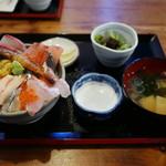 居酒屋 まる甚 - 海鮮丼